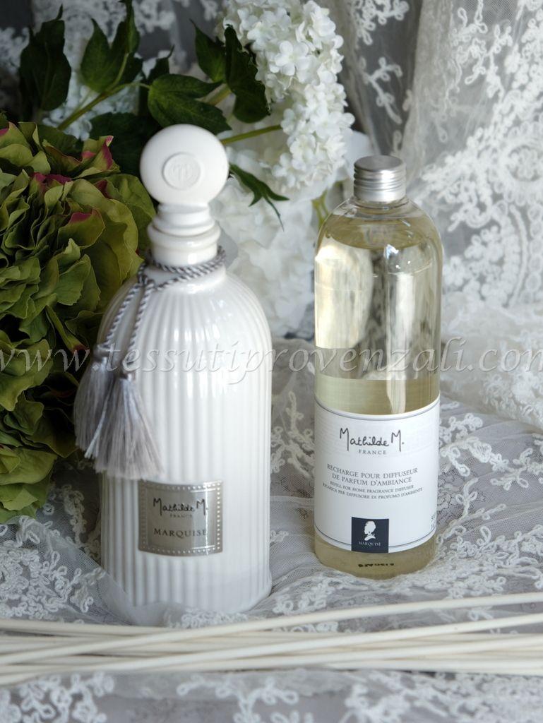 Confezione con flacone in ceramica, profumo d'ambiente 500 ml., bastoncini Mathilde M. profumazione Marquise