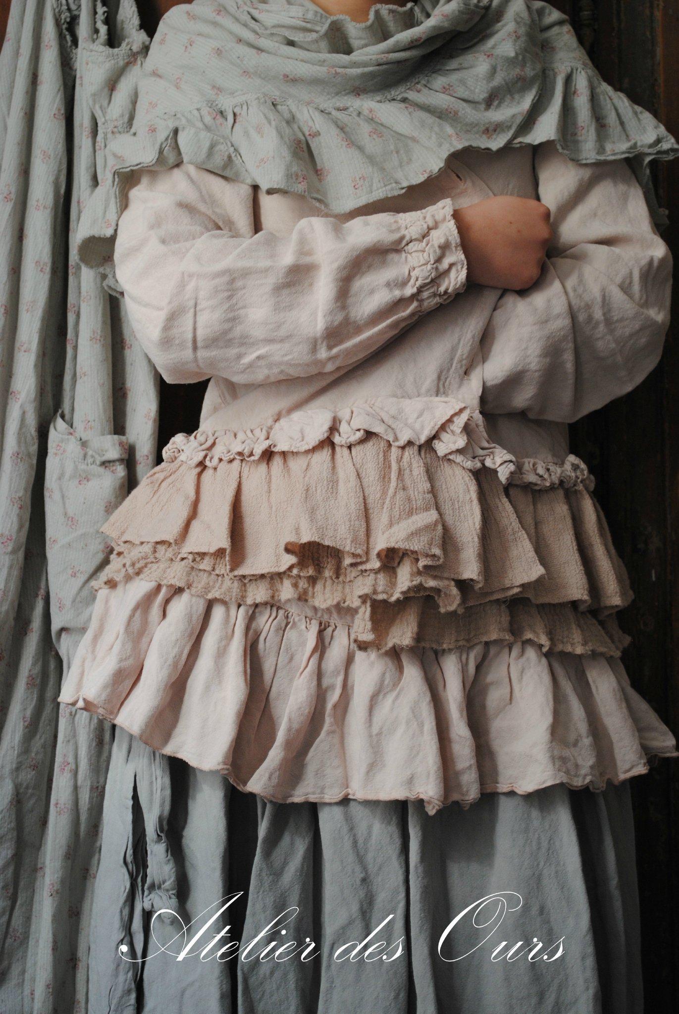 abito-shabby-chic-romantico-strati-tessuti-provenzali-les-ours-d'uzes